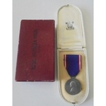 Royal Victorian Medal, Eliz II, unnamed as issued, in fitted Royal Mint Box of Issue, and card ou...